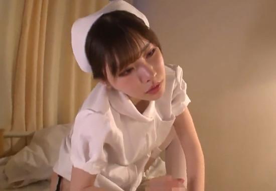 騎乗位で患者の精子を搾り取るめっちゃ可愛いのにドSな淫乱痴女ナース!