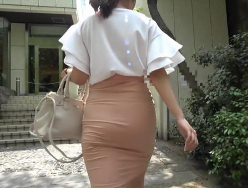 ピタパン尻!タイトスカートの美人妻をナンパして美巨尻にぶっかけ!