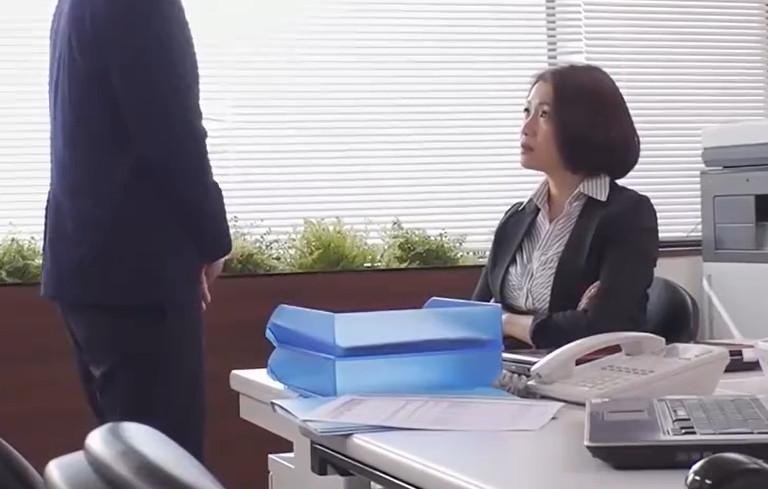 これは部下に厳しいムチムチ女上司にセクハラしたら怒られるどころかセックスまで出来た話です。 友田真希